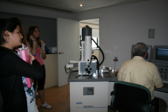 12-13_Visita_microscopi_electr#U00f2nic_(15)