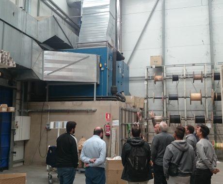 Els alumnes dels cicles de grau mitjà d'instal•lacions visiten el magatzem de fontaneria i material elèctric de Saltoki