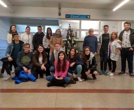 Taller de jocs de ciència a l'aula hospitalària de l'Arnau
